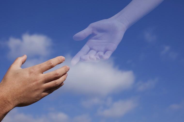 遺族と親族の手