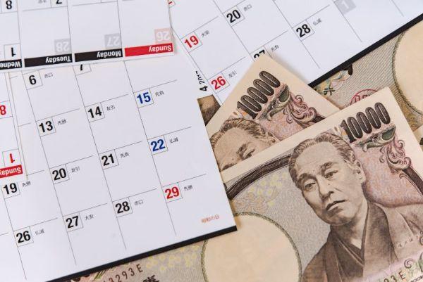 お金 カレンダー